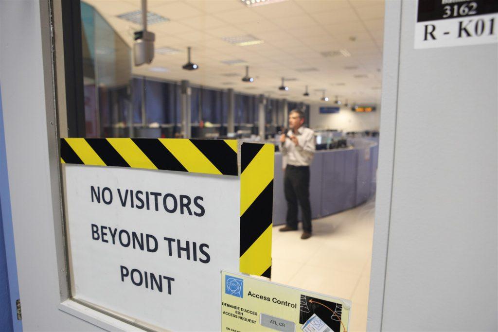 L'ingresso alla sala di controllo di ATLAS (Foto: CERN)